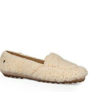 f6f8458cf1f UGG Shoes   Australia Size 6 Fluff Clog Slippers   Poshmark